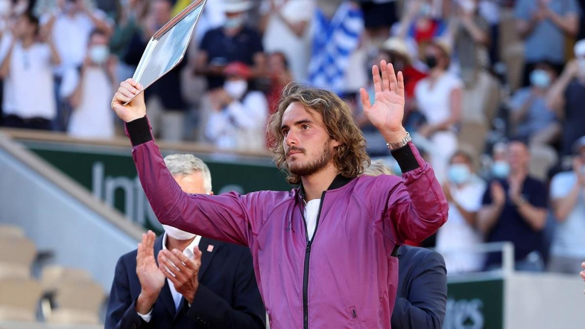 Stefanos Tsitsipas says his grandmother died just before French Open finals vs. Novak Djokovic