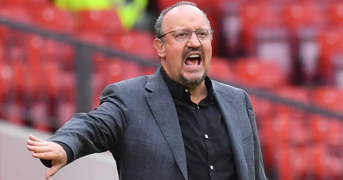 Everton boss Rafael Benitez gesticulating in anger 2021