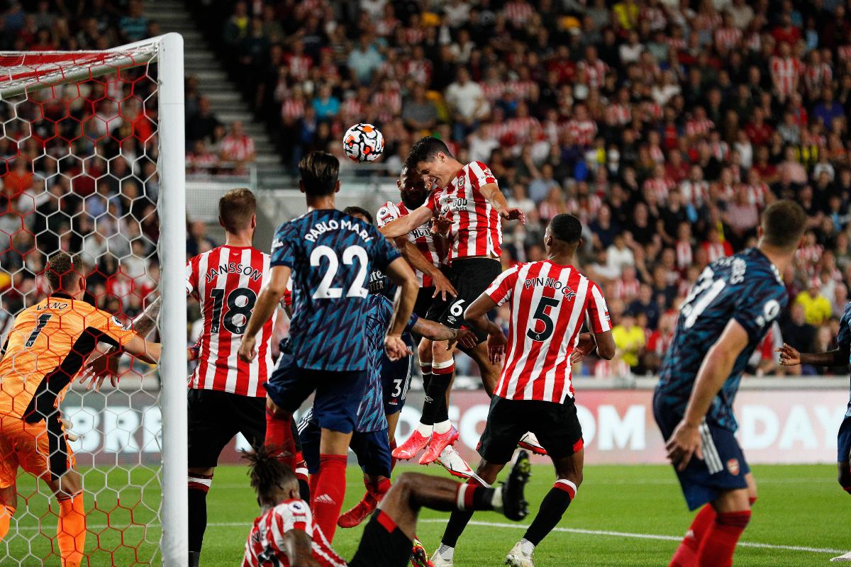 Carragher on 'weak' Arsenal defending for 2nd Brentford goal