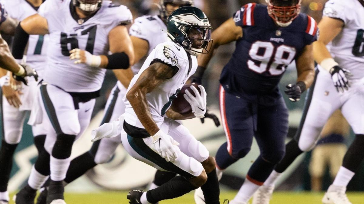 DeVonta Smith makes debut for Eagles, serves as lone bright spot for offense minus Jalen Hurts