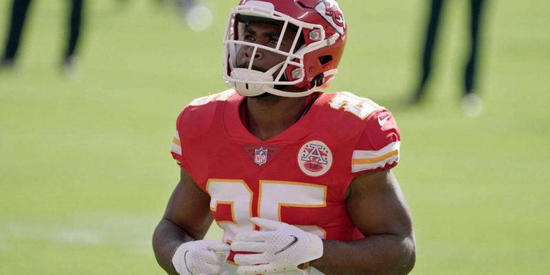 Chiefs' Clyde Edwards-Helaire leaves 'Sunday Night Football' with knee injury, quickly ruled out vs. Bills