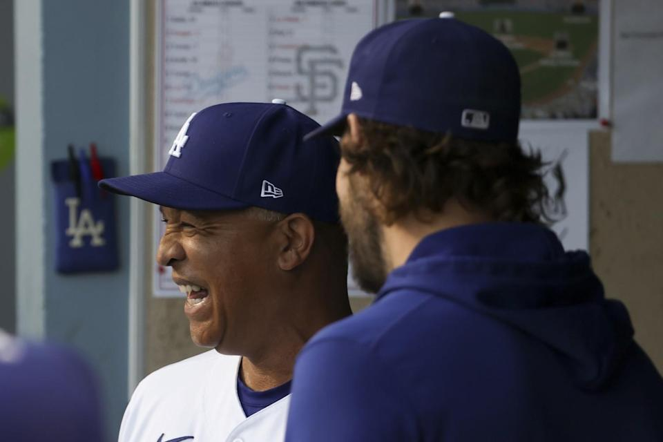 Dodgers manager Dave Roberts chats with Clayton Kershaw.