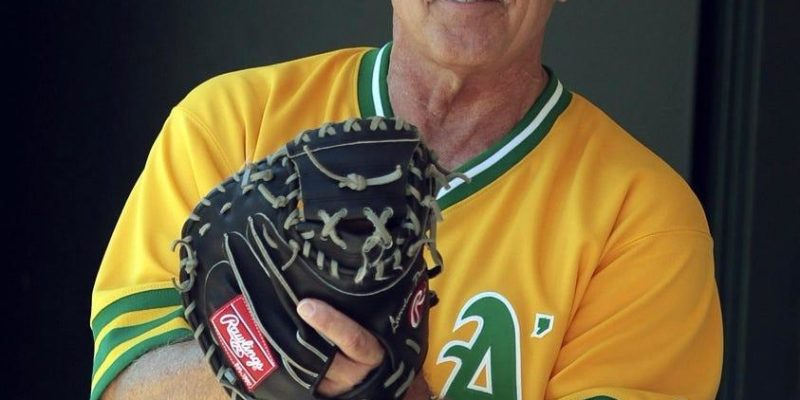 Former All-Star catcher, Oakland A's broadcaster Ray Fosse dies at 74