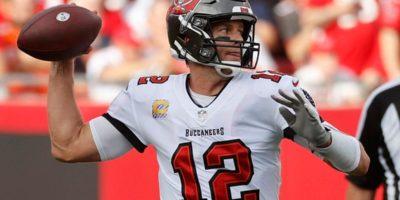 Tom Brady makes fun of defensive players on ESPN's 'Manningcast'