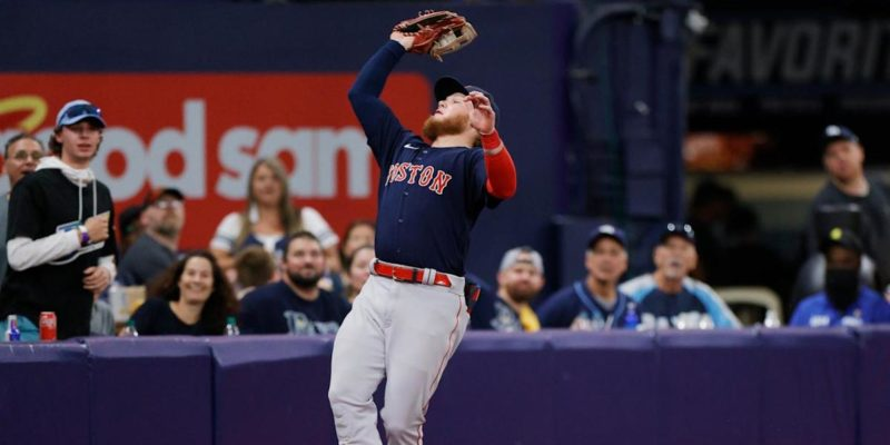 Alex Verdugo makes insane over-the-wall grab in Game 2 vs. Rays