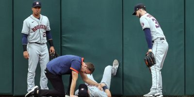 Jake Meyers exits ALDS Game 4 after wall collision
